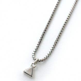 NEW TRIANGLE NECKLACE SV