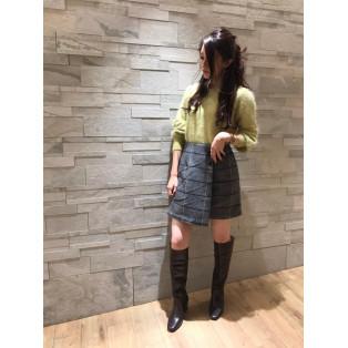 アンゴラカラーニット×ラップ風チェック台形スカート