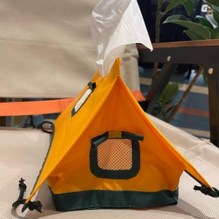 朝のニュースで取り上げられ話題となったテント型のティッシュケースが入荷しました!!