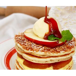 "Eggs 'n Thingsからサンクスギビングの定番デザート""アップルパイ""をモチーフにした 「アップルパイ・パンケーキ」"