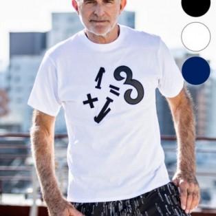1PIU1UGUALE3 RELAX(ウノピゥウノウグァーレトレ)1+1=3ワッペンTシャツ(ブラック/ホワイト/ネイビー)