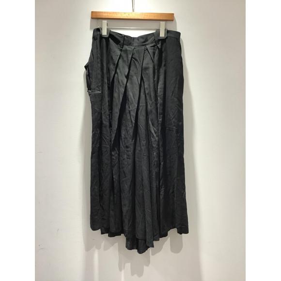 《yohji Yamamoto POUR HOMME》ドレープが美しい袴パンツ