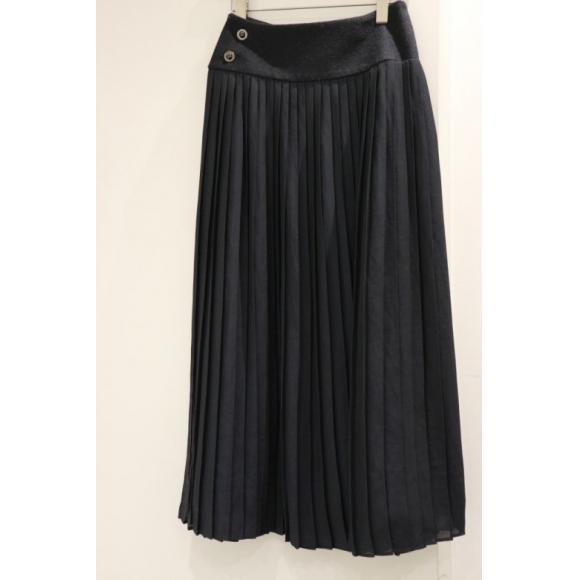 《muller of yoshiokubo ミュラーオブヨシオクボ》のラッププリーツスカート