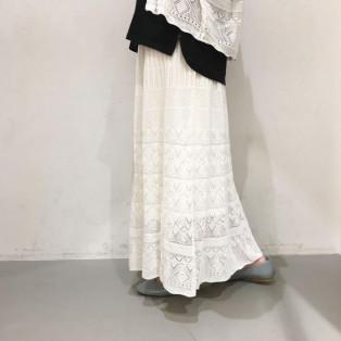 透かし編みフレアニットスカート