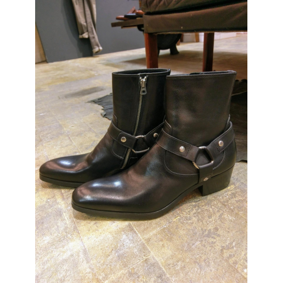 『Heel up ring boots』