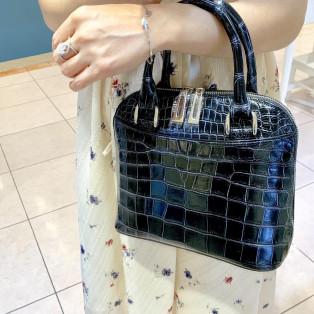 老舗職人が歴史ある製法で作るクロコダイルレザーバッグ