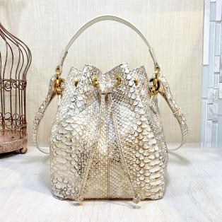 老舗職人が歴史ある製法で作る最高級ダイヤモンドパイソン巾着バッグ