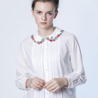Strawberry embroidery ブラウス