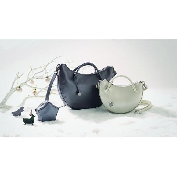 「冬のお洋服をより華やかにしてくれる小ぶりバッグ」