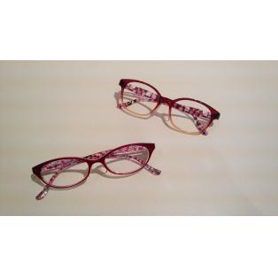 桜の季節に、花柄のメガネ