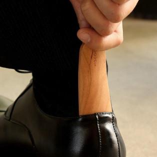 おしゃれな大人の嗜み、木製の携帯靴べら「Shoehorn Mini」