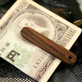 シンプルに手早くお札が挟める木製マネークリップ「Money Clip」