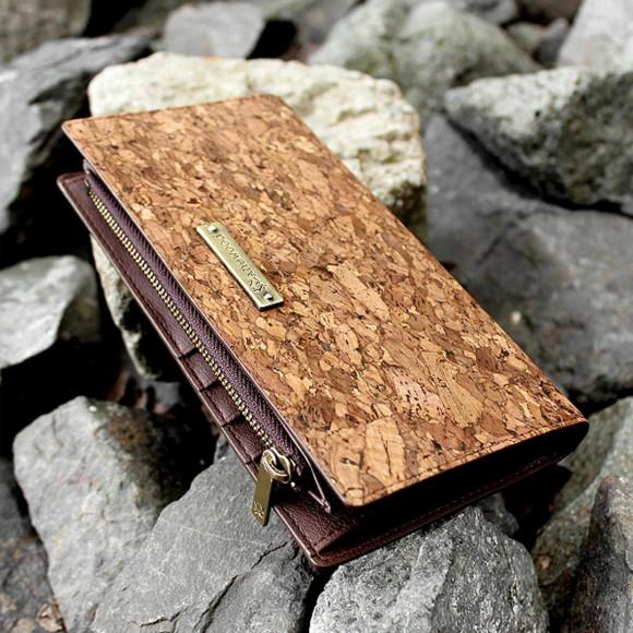 収納豊富な機能と軽さが魅力の長財布【CONNIE Double Wallet】
