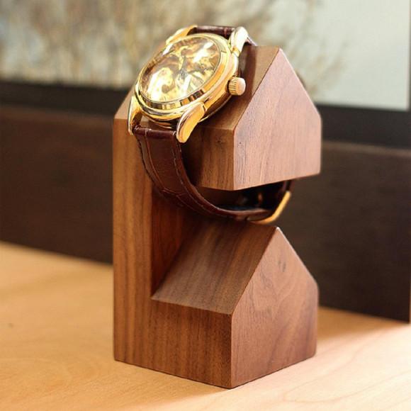 三角屋根がポイントの腕時計スタンド【WatchStand House】