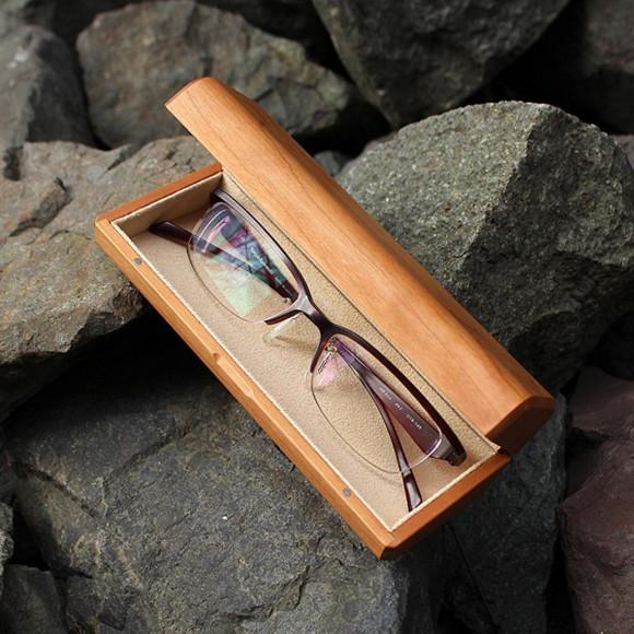 【新商品】 木製のメガネケース!