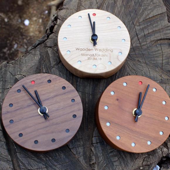 時とともに風合い増す木の時計