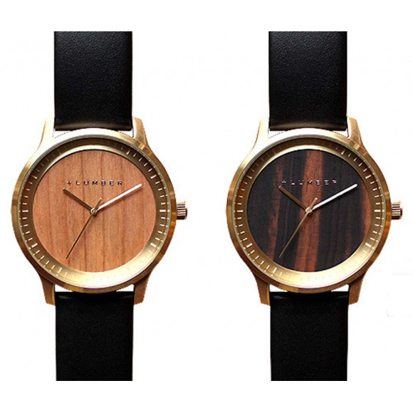 ゴールドのフレームがポイントの腕時計!!