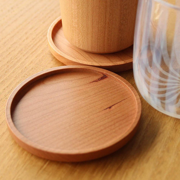 ちょっとしたプレゼントにぴったり!  木製のコースター