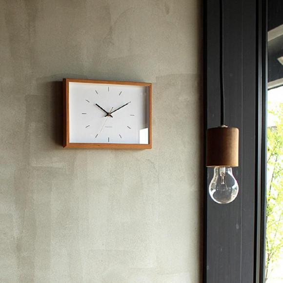 天然木の風合いを楽しめるシンプルな時計「Frame Clock」