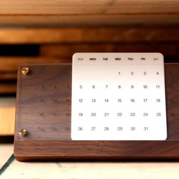 木の経年変化を楽しむ卓上万年カレンダー「Desk Calendar Eternal」