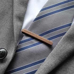 【新商品】本物の木から削り出した芸術品のような木製ネクタイバー「Tie Bar」