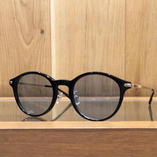 さらっと使えるサングラス。