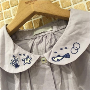 nomes衿刺繍チビパフスリーブブラウス