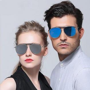 人気のサングラスが発売中!