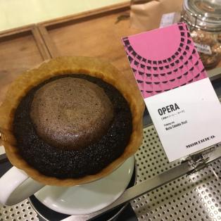 シルキーな甘い香り、ビターチョコの長い余韻が楽しめる「季節のコーヒー豆オペラ」が登場!