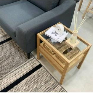 シンプルなサイドテーブル