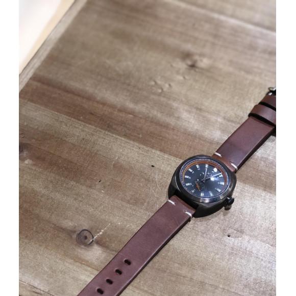ヴィンテージ加工を施した時計