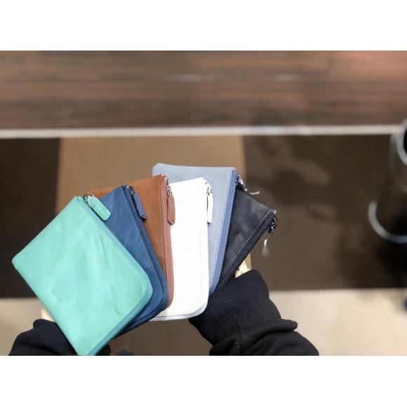 財布にもなるミニポーチ