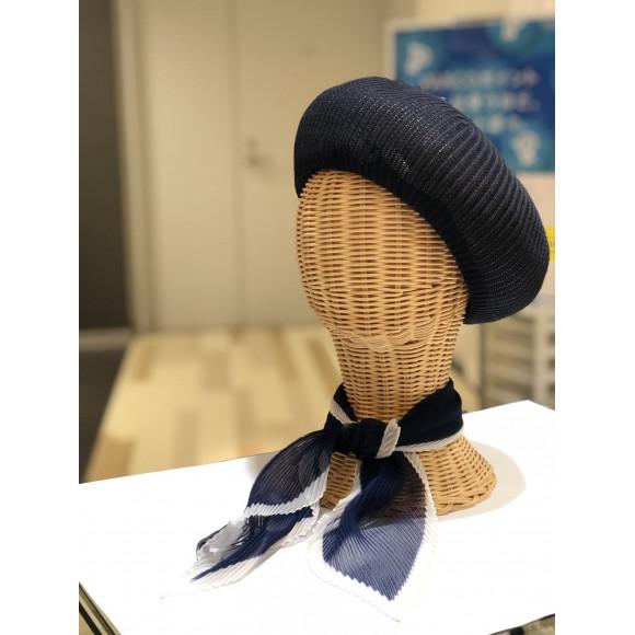 スカーフで70年代風レトロスタイル