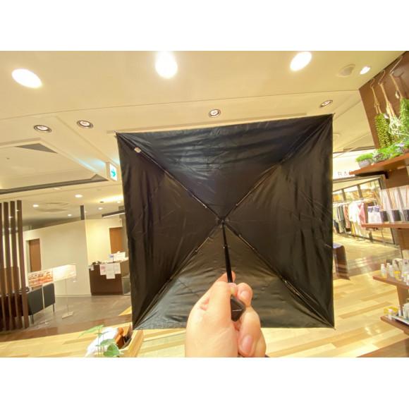 「日傘」四角い傘はコンパクト!