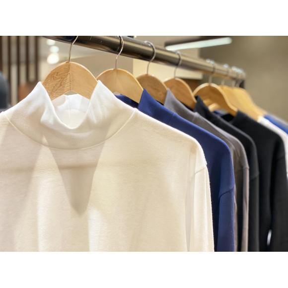 「久米繊維」上質なハイネックシャツ