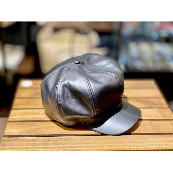 「フェイクレザー帽子」ワンランク上のオシャレを気軽に楽しもう!