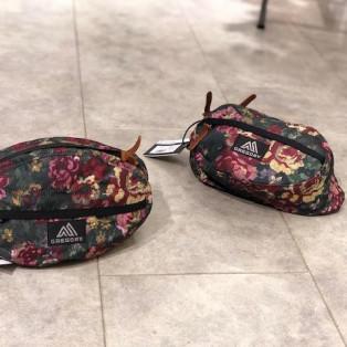 アウトドアテイストな花柄がかわいいバッグ
