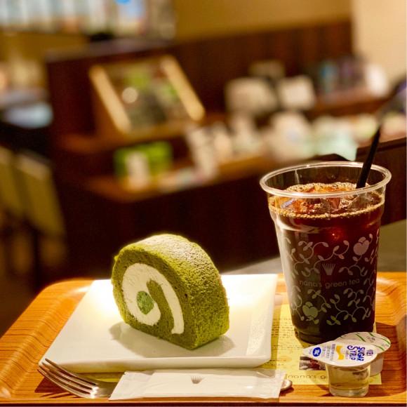 抹茶ロールケーキとアイスコーヒーのセット