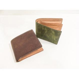 収納抜群の二つ折財布!