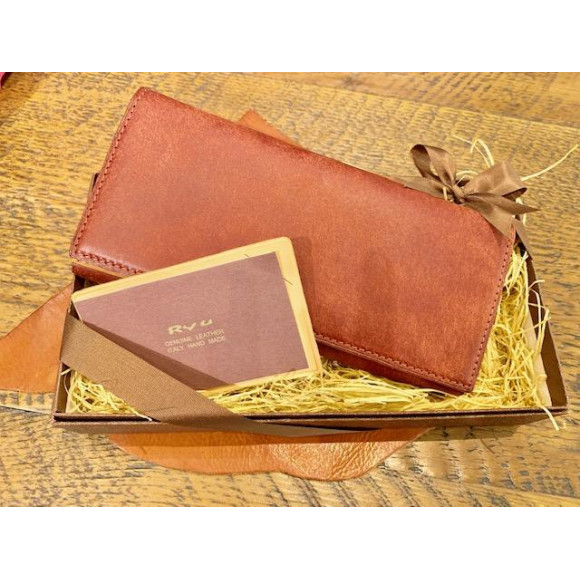 感謝の気持ちを込めて、母の日ギフトにお財布を!