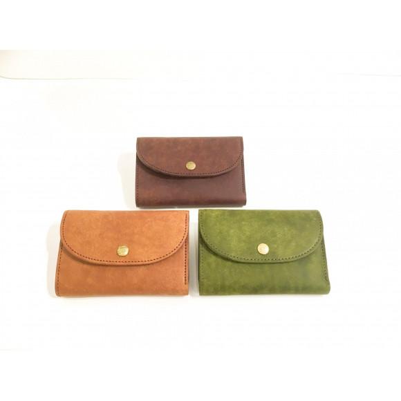 デザイン◎の中型財布!