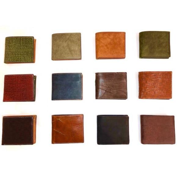 ギフトにもどうぞ!二つ折財布のご紹介です。#折財布#革財布#イタリーレザー