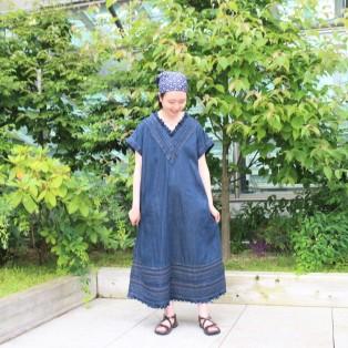 小麦デニムのタックレースドレス