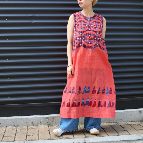 アップリケのドレス
