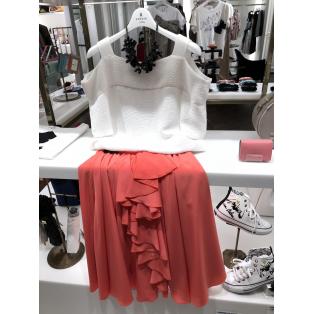 個性引き立つカラーのスカート