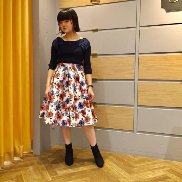 華やかで大人っぽい花柄スカート♡