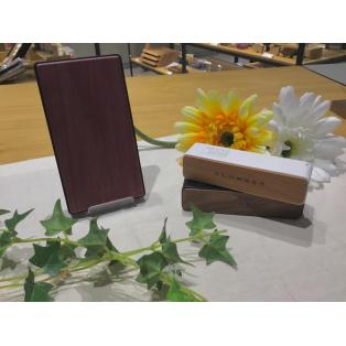 旅行や毎日のおともに♪木製モバイルバッテリーのご紹介!