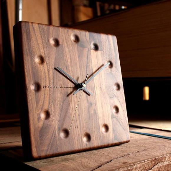 時を刻むほどに風合いが深まる木製時計