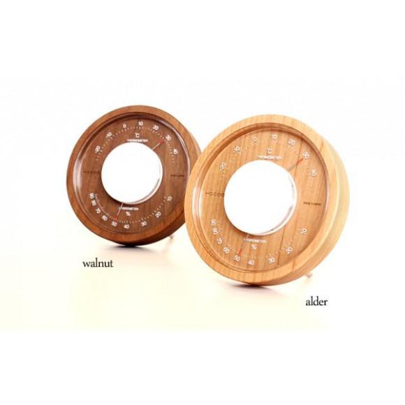 時の流れと共に味わいを増すおしゃれな木製温湿度計