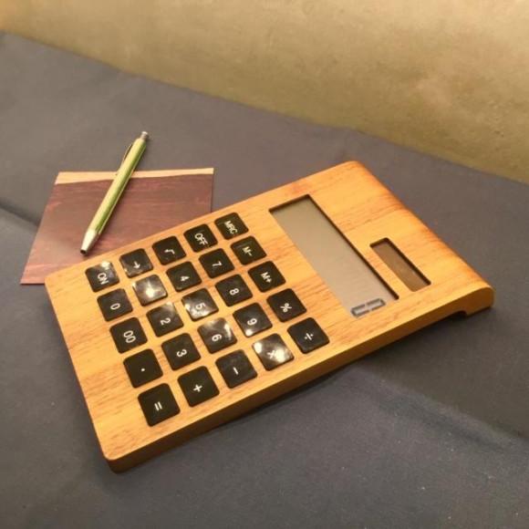 机上をお洒落に☆木製ソーラー電卓